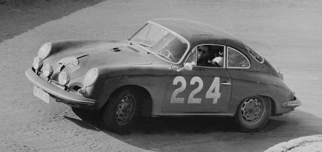 Porsche 356 C Carrera 2 Coupé Rennwagen durchfährt Kehre, Schwarz-Weiß-Bild