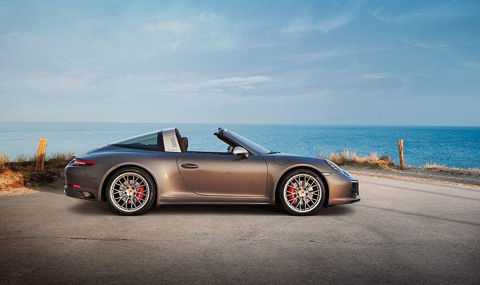 Porsche 911 Targa 4 GTS Exclusive Manufaktur Edition Seitenansicht rechts, offenes Verdeck