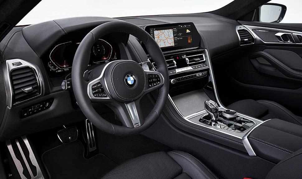 Blick ins Cockpit des BMW M850i