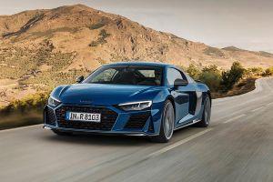Audi R8 fahrend, schräg links vorne