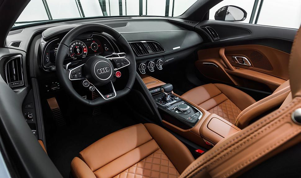 Innenraum des Audi R8 mit sattelbrauner Lederausstattung