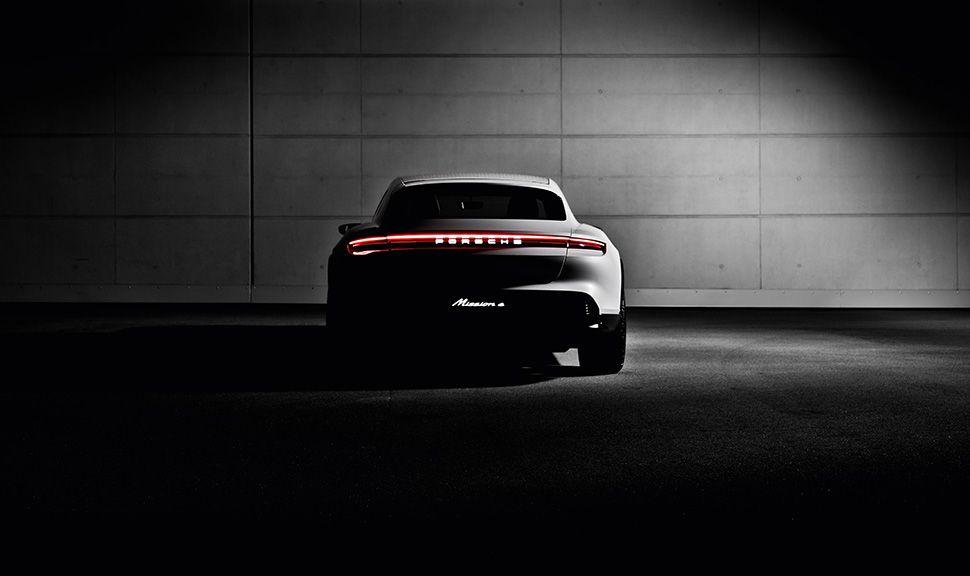 Porsche E Cross Turismo Halbdunkel Heckansicht