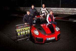 Die Rekordcrew sitzt auf dem Porsche 911 GT2 RS MR