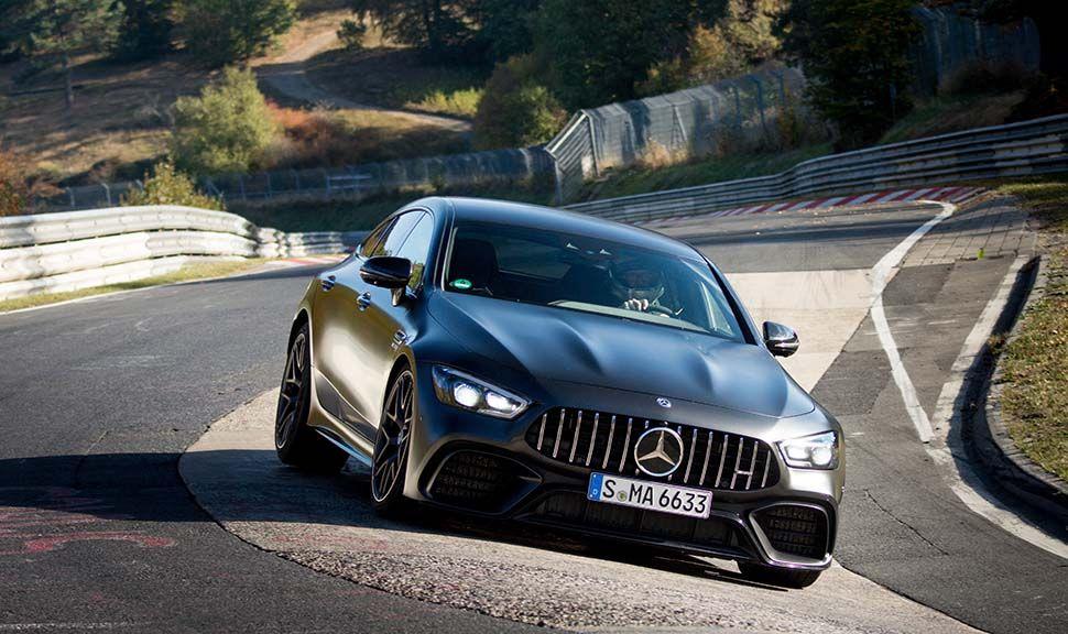 Mercedes AMG GT 63 S 4MATIC+ von vorn auf Nordschleife fahrend