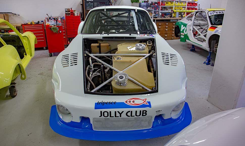 Front des Porsche 935 mit offener Haube