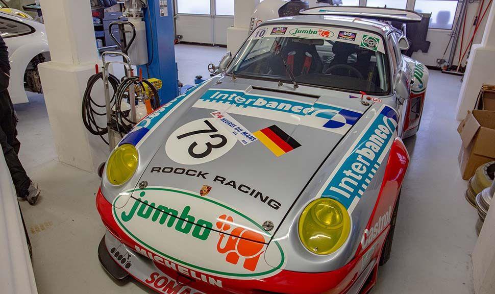 Porsche 993 GT2 mit Rennbeklebung schräg frontal