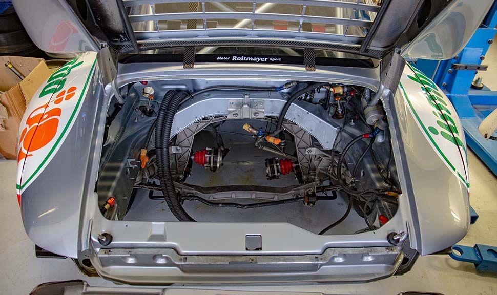 Porsche 993 GT2 Motorraum, leer