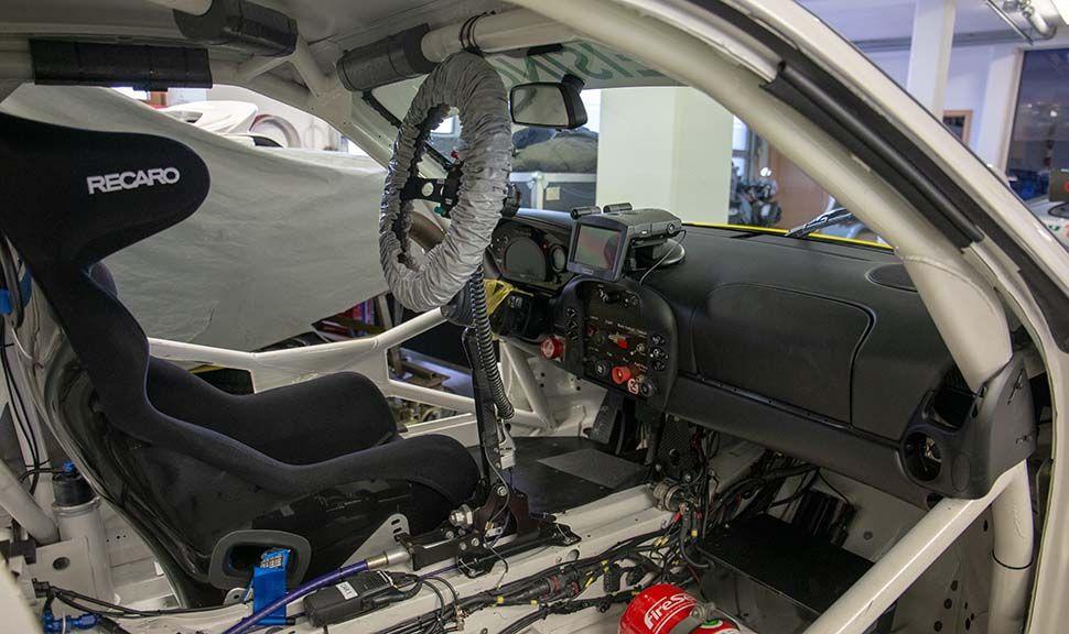 Porsche 996 GT3 RSR Cockpit, durch offene Beifahrertür