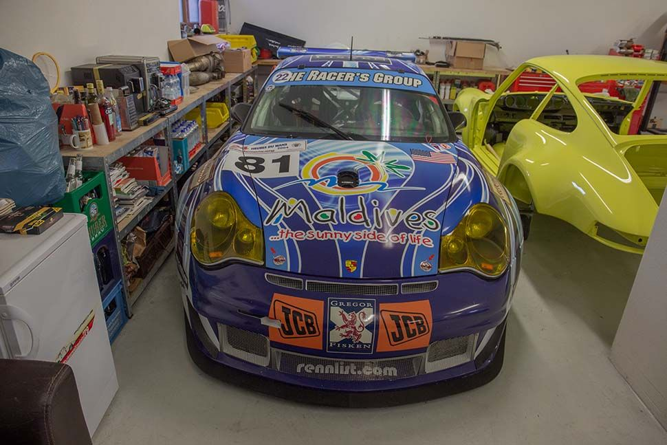 Frontalaufnahme Porsche 996 GT3 RSR mit Maledivensponsoring