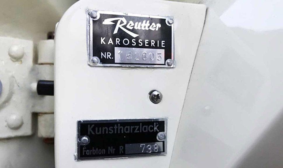 Porsche 356 Cabrio, Hersteller-Plakette am Türholm