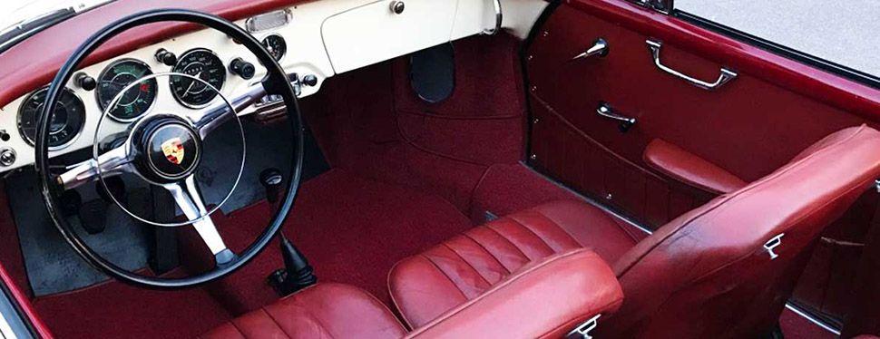 Porsche 356 B Cabrio in Elfenbeinweiß, Detailaufnahme vom Innenraum mit rotem Lederinterieur