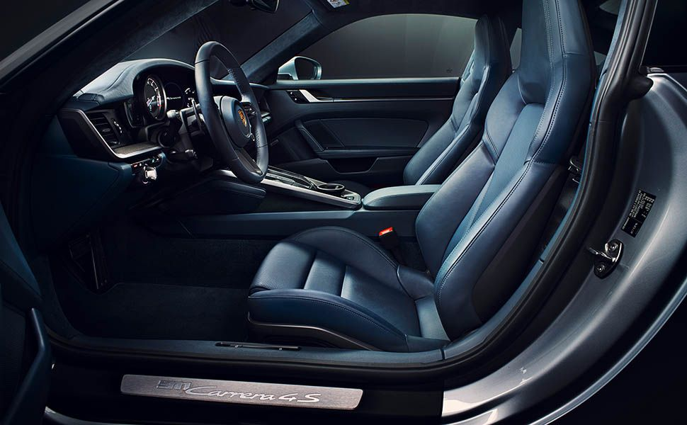 Interieur des Porsche 911, Blick durch Fahrertür