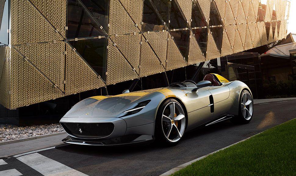 Front und Seite des Ferrari SP1