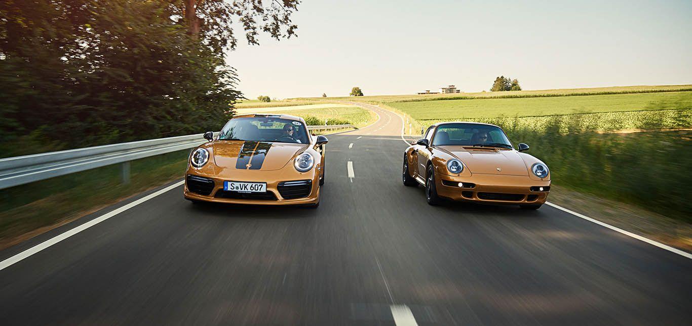 Porsche 911 991 Turbo S Exclusive Edition fährt neben Porsche 911 993 Turbo S Project Gold auf Landstraße