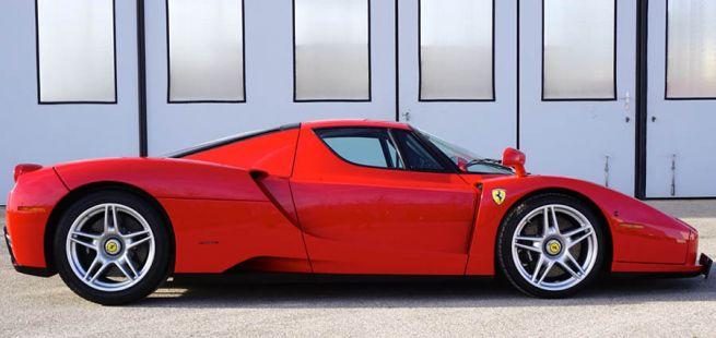Ferrari Enzo Ferrari rechte Seite, stehend
