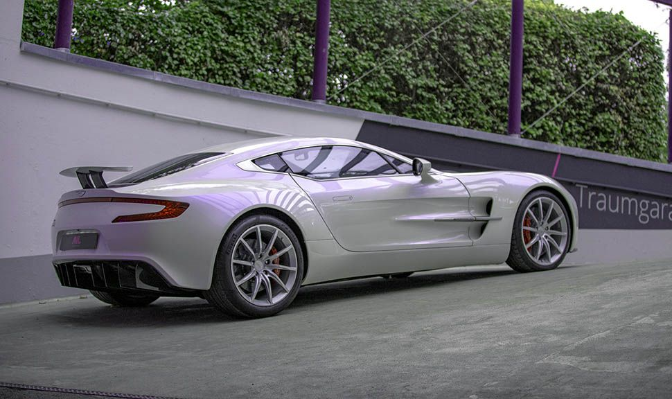 Aston Martin One-77 in Tiefgaragenauffahrt von schräg rechts hinten