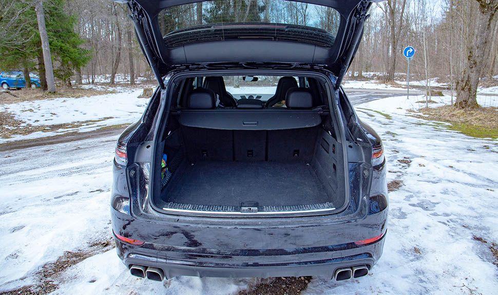 Blick in den Kofferraum des Porsche Cayenne Turbo