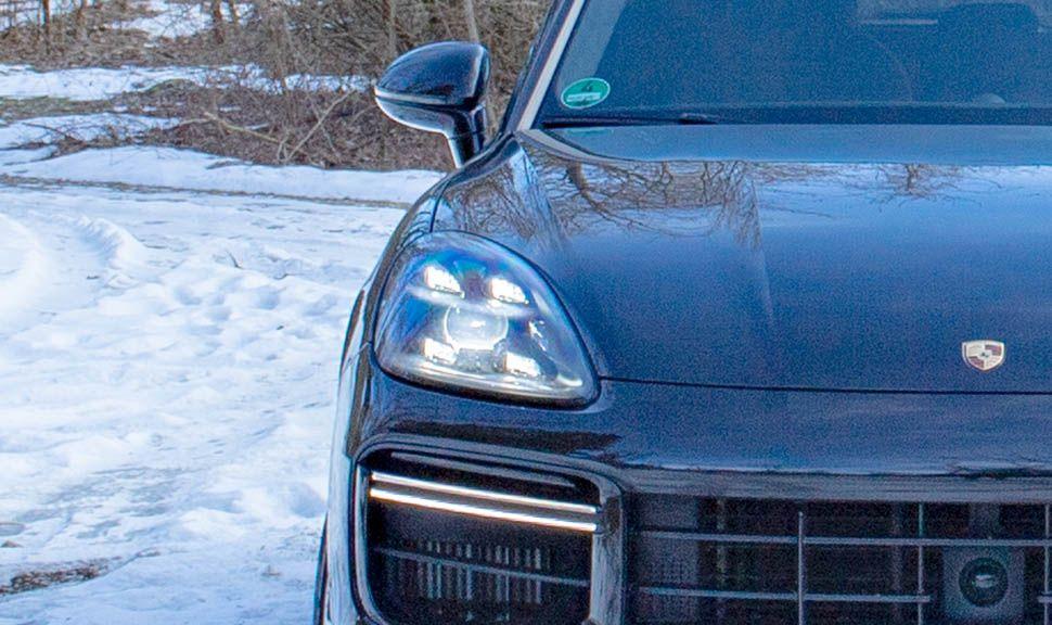 Detailaufnahme Scheinwerfer Porsche Cayenne Turbo
