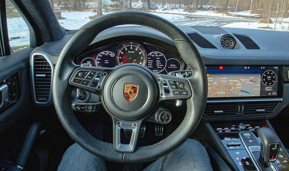 Cockpit des Porsche Cayenne Turbo