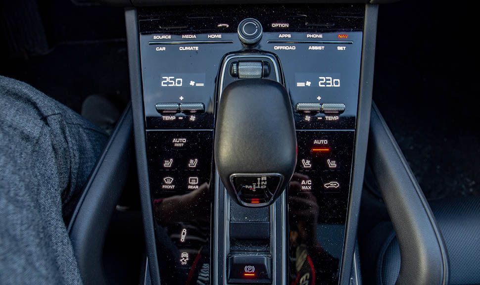 Bedienkonsole des Porsche Cayenne Turbo