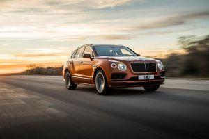 Bentley Bentayga Speed fahrend schräg rechts vorne