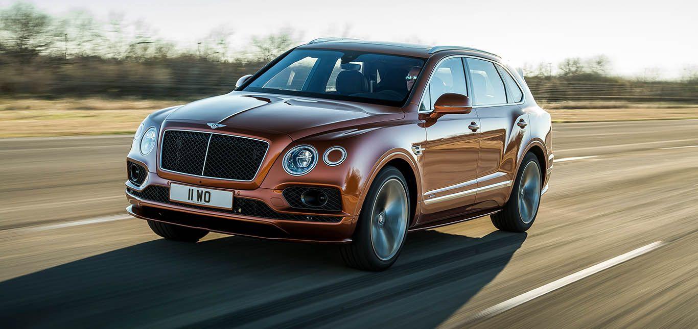 Bentley Bentayga Speed fahrend schräg links vorne