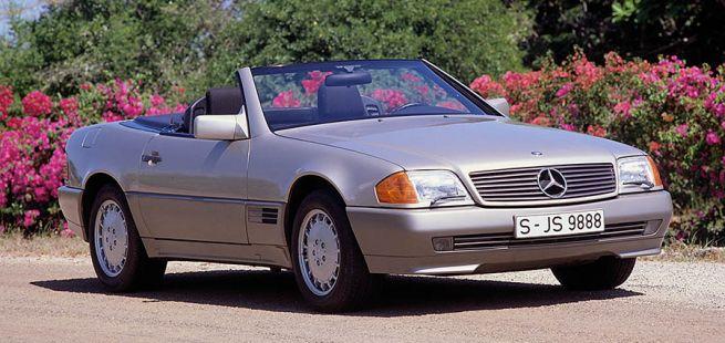 Silberner Mercedes-Benz SL (R129) schräg rechts vorne