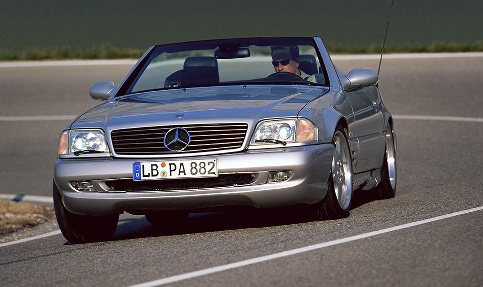 Mercedes-Benz SL (R129) in Silber von vorne, fahrend
