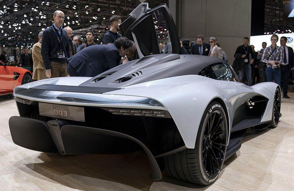 Aston Martin AM-RB 003 schräg rechts hinten