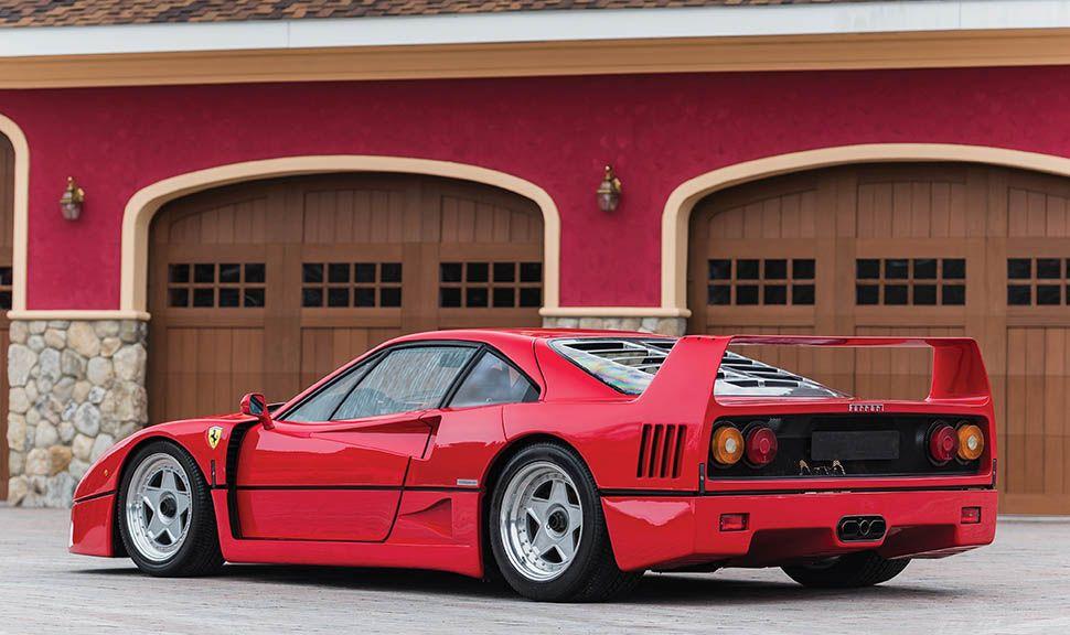 Ferrari F40 schräg links hinten