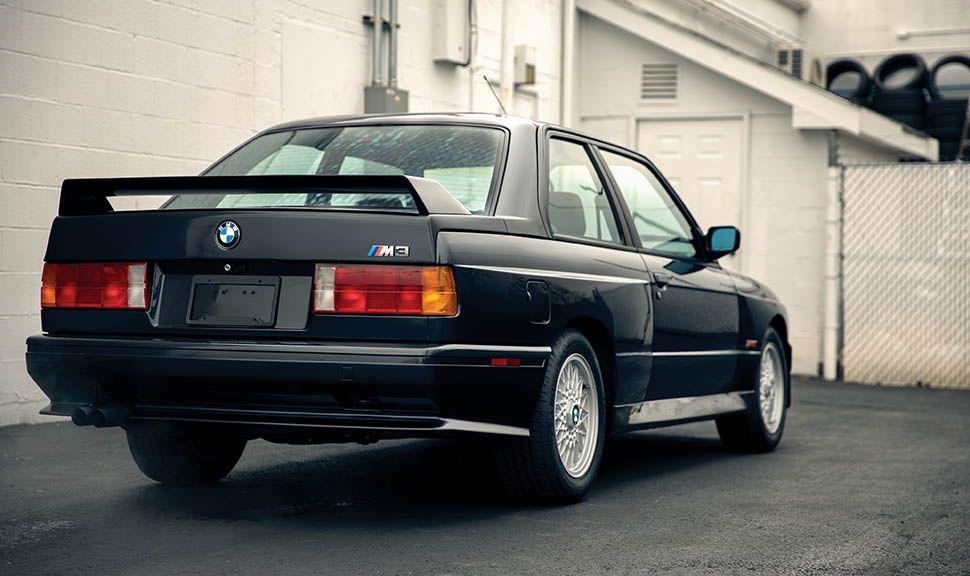 BMW M3 (E30) schräg rechts hinten