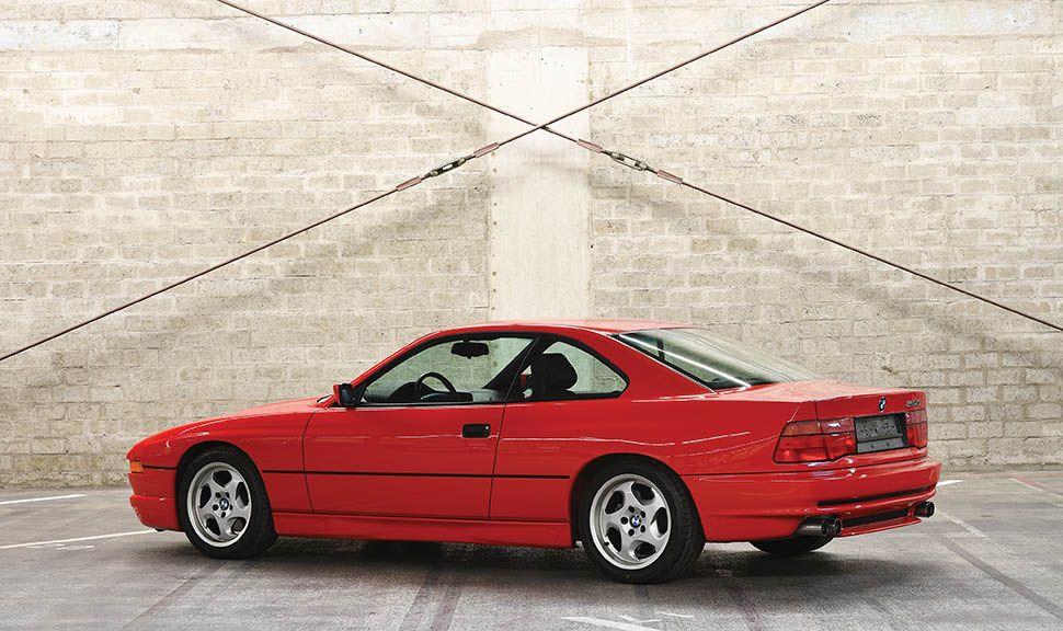 BMW 850 CSi nach hinten links versetzte Seitenansicht