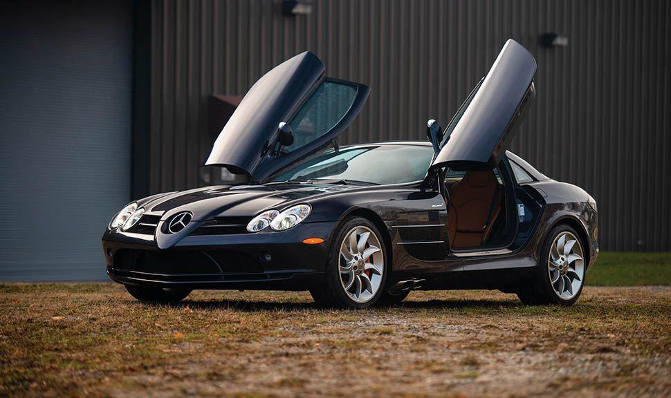 Mercedes-Benz SLR mit offenen Flügeltüren