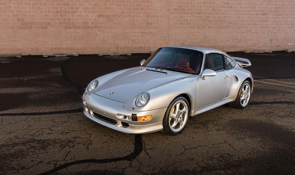 Porsche 911 (993) Turbo S in Silber schräg links vorne