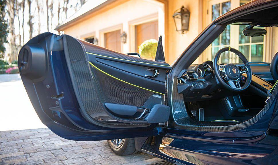Porsche 918 Spyder linke Tür geöffnet