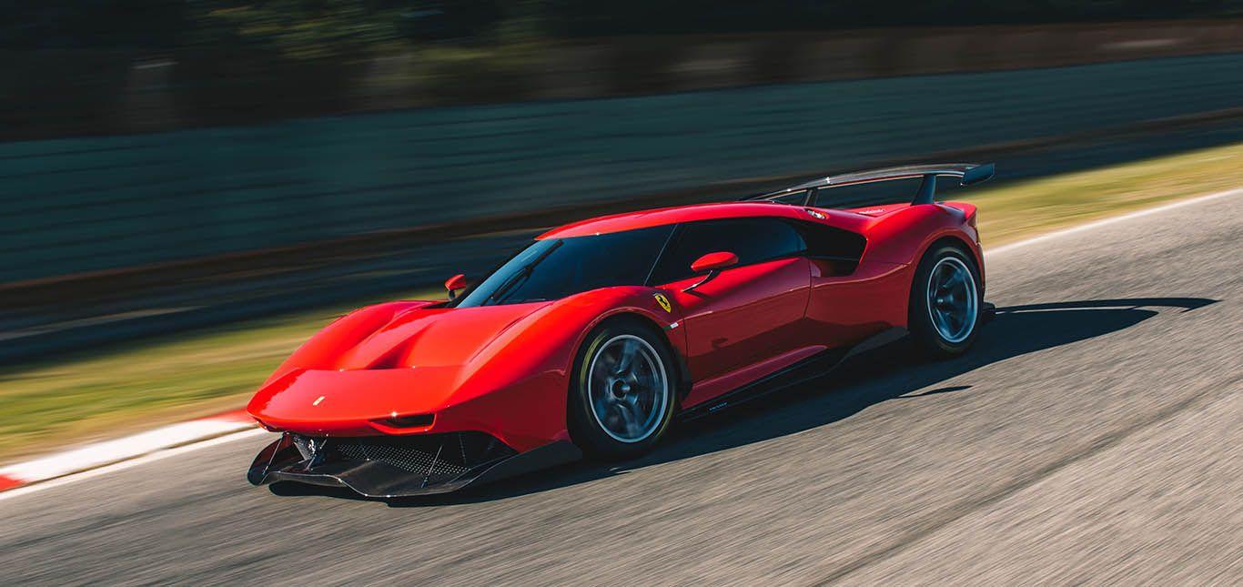 Ferrari P80/C schräg links vorne