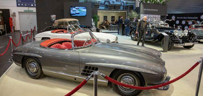 Historische Mercedes-Benz auf einem Stand der Techno-Classica 2019