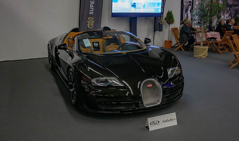 Bugatti Veyron Vitesse auf einem Stand der Techno-Classica 2019
