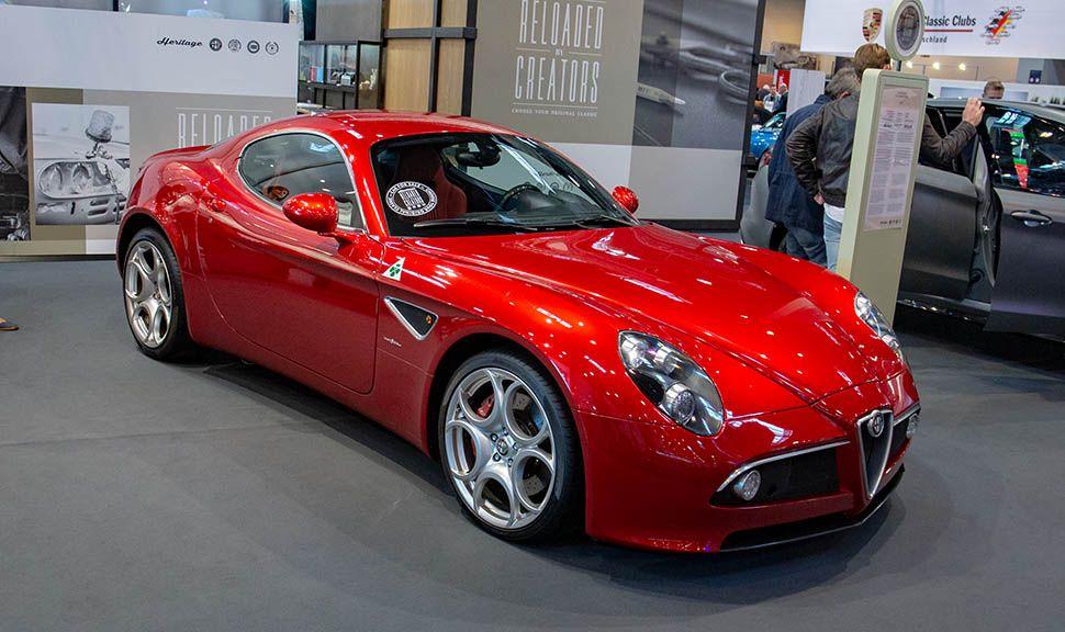 Alfa Romeo 8C Competizione auf einem Stand der Techno-Classica 2019