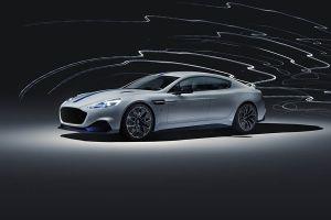 Aston Martin Rapide E schräg links vorne