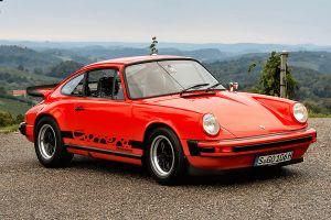Porsche 911 Carrera in rot