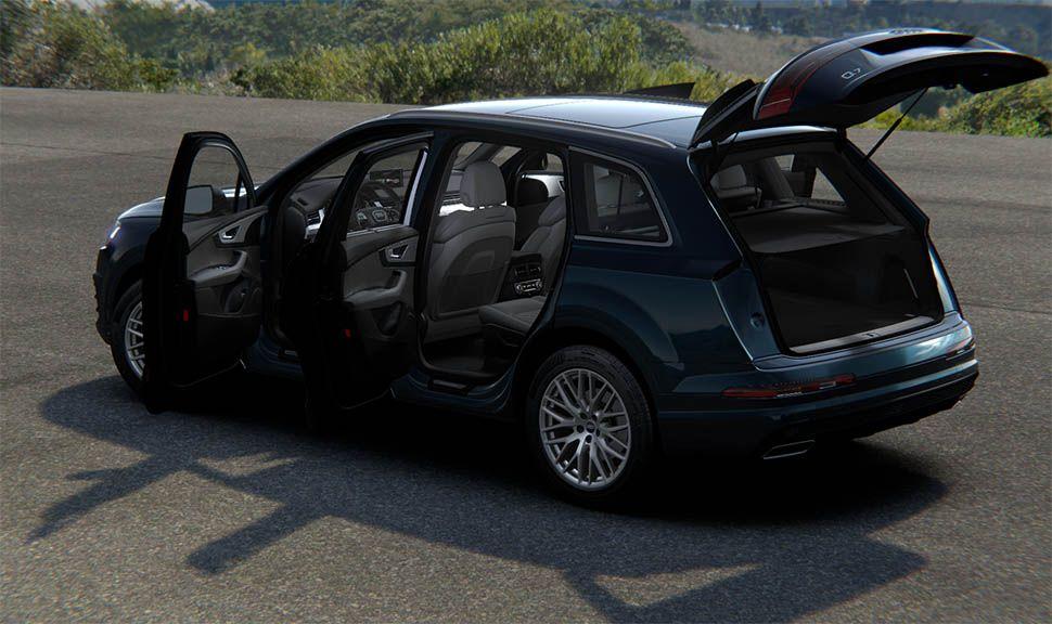 Audi Q7 von schräg links hinten mit offenen Türen und Heckklappe