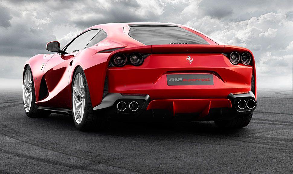Ferrari F12 Superfast von schräg links hinten