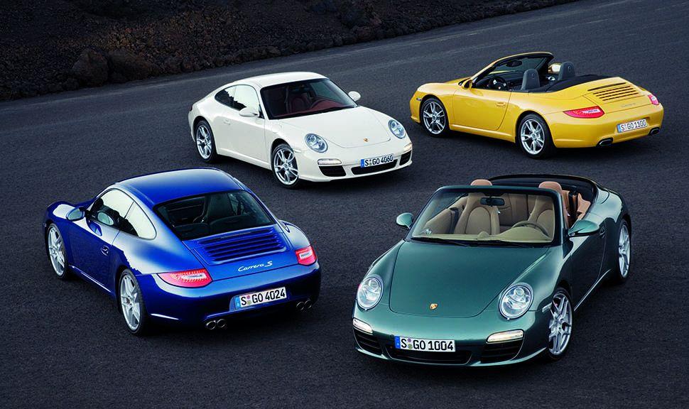 Zwei Coupés und zwei Cabrios vom Porsche 911