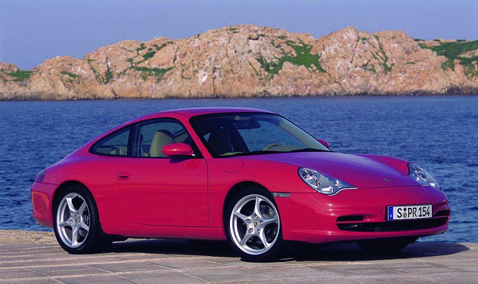 Roter Porsche 911 (996) von schräg rechts vorne am Meer
