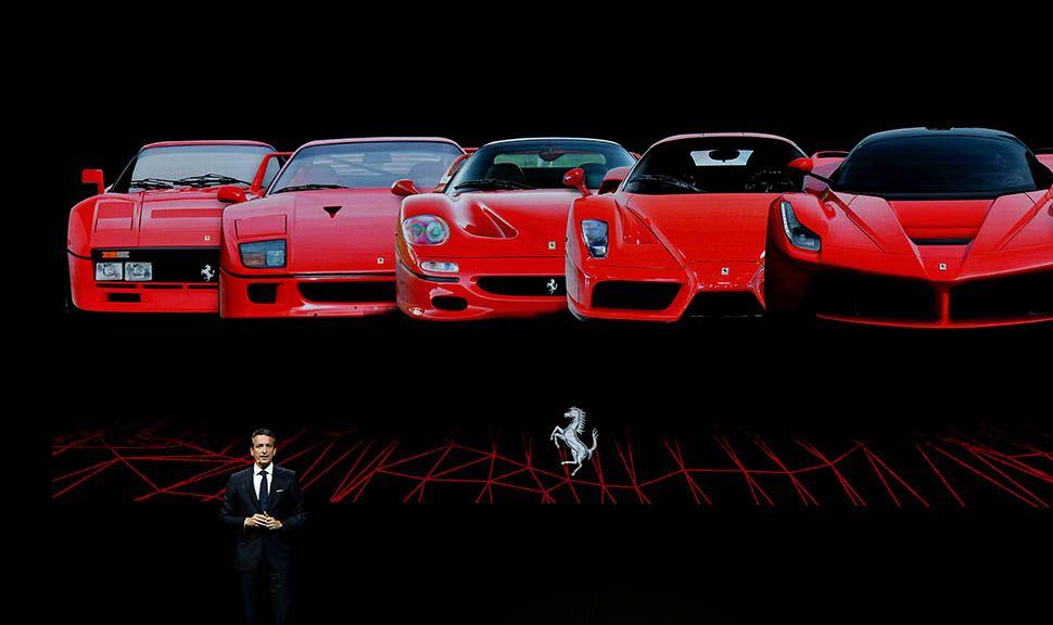 Die Riege der Supersportwagen von Ferrari. Von links: GTO, F40, F50, Enzo, LaFerrari auf einer Präsentationsfolie