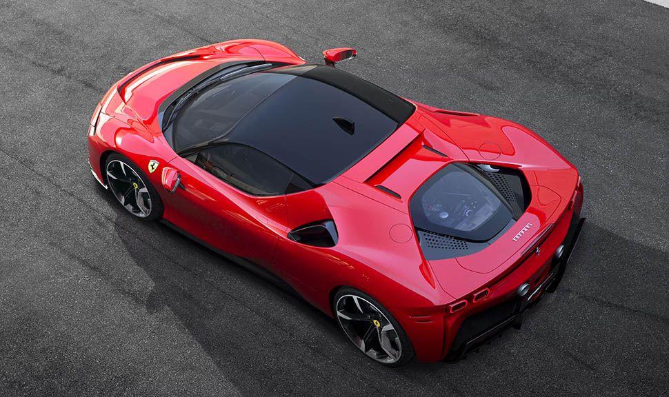 Ferrari SF90 Stradale von oben schräg links hinten