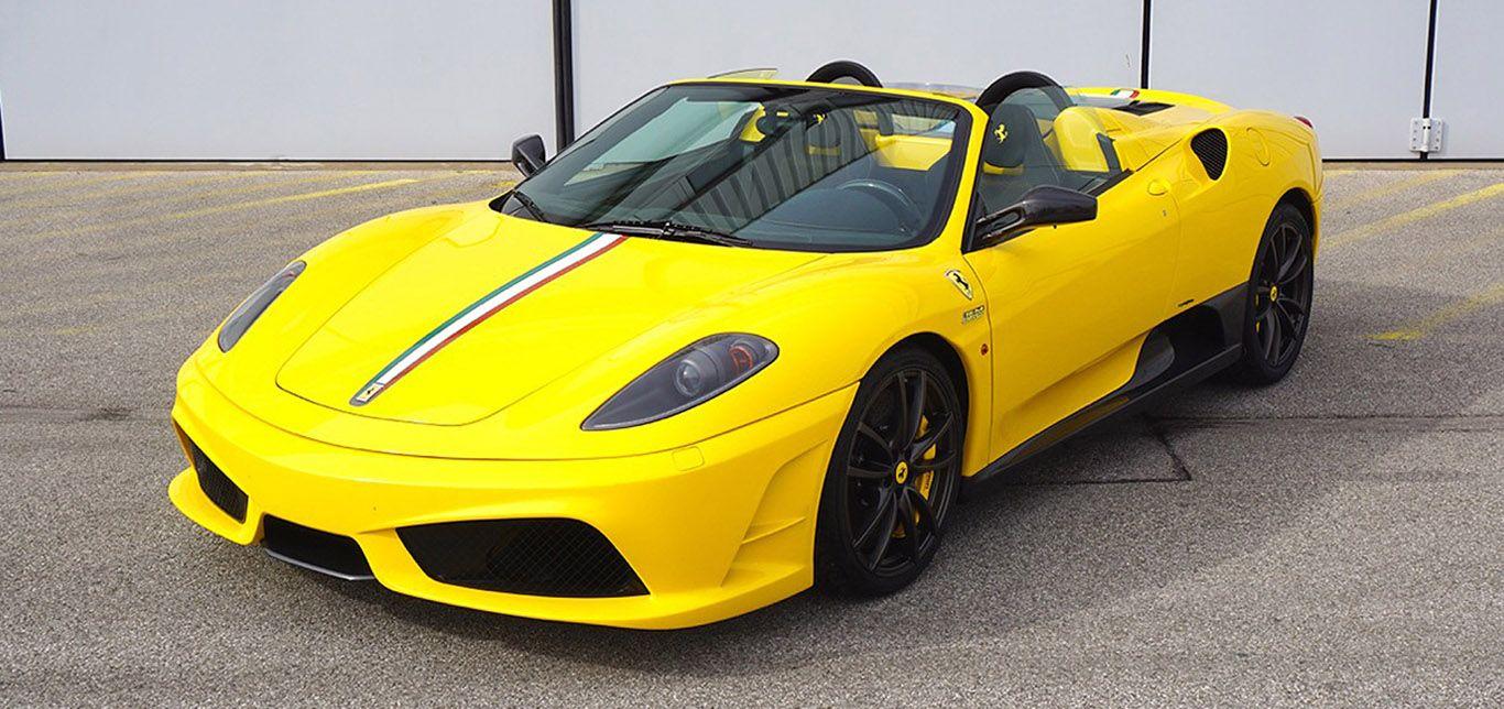 Gelber Ferrari F430 Scuderia Spider von schräg links vorne
