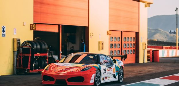 Ferrari F430 Challenge steht in Boxengasse
