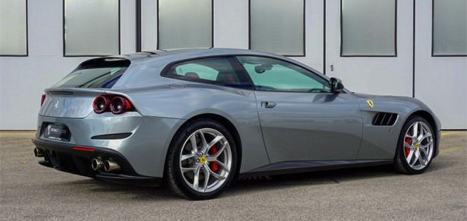 Ferrari GTC4Lusso T von schräg rechts hinten